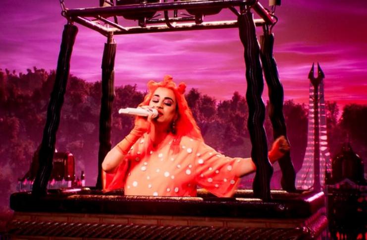 Katy Perry faz última performance antes de dar à luz