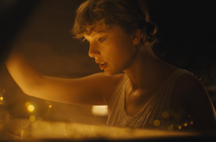 Taylor Swift lança álbum independente produzido durante pandemia