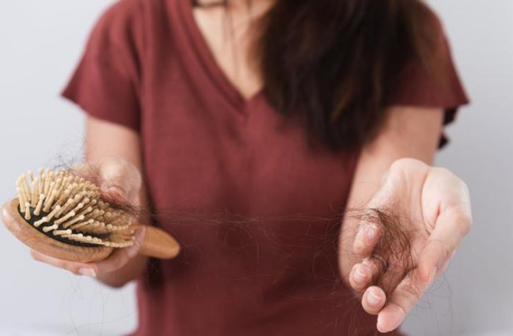 COVID-19 causa queda de cabelo? Aqui está o que você precisa saber