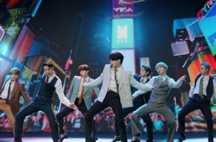 MTV Video Music Awards 2020: BTS estreia Dynamite com performance explosiva