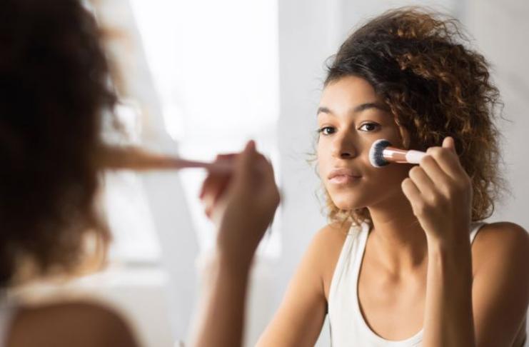 Maquiagem é ruim para sua pele? Um especialista avalia
