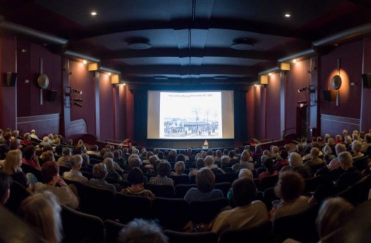 Quase metade dos cinemas do mundo está de volta em operação