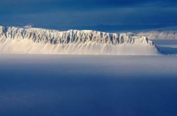 Última plataforma de gelo intacta do Canadá colapsa