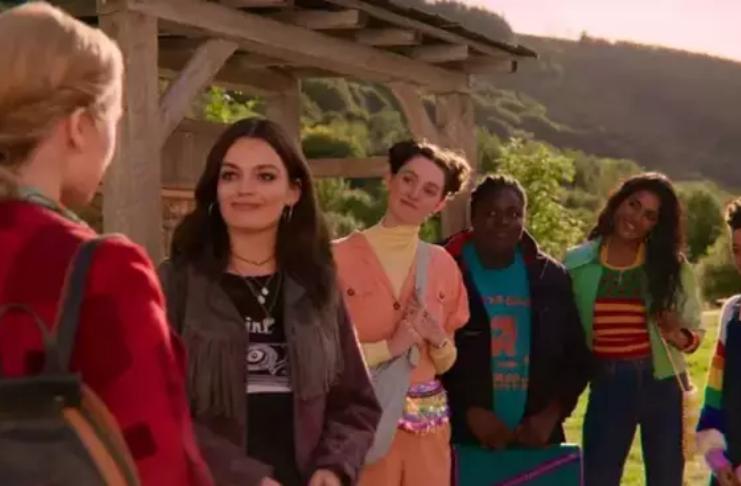 Terceira temporada de Sex Education está de volta à produção