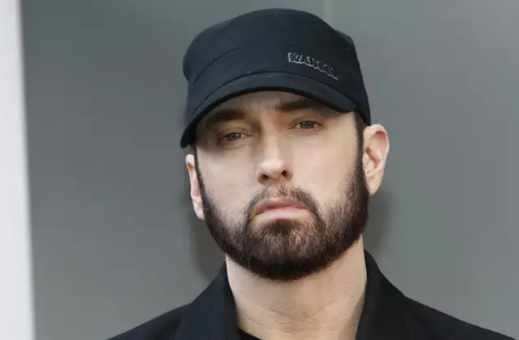 Homem é acusado de invadir casa de Eminem e ameaçar matá-lo