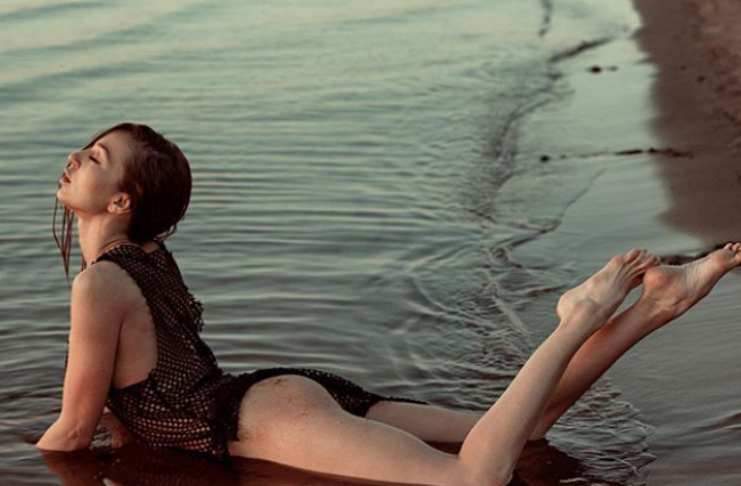 Modelo russa se afoga durante sessão de fotos na praia