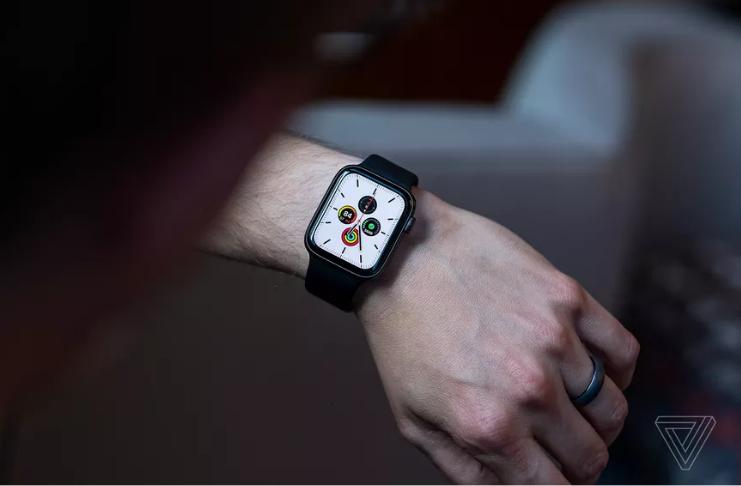 Apple está removendo adaptador USB das próximas caixas de Apple Watch