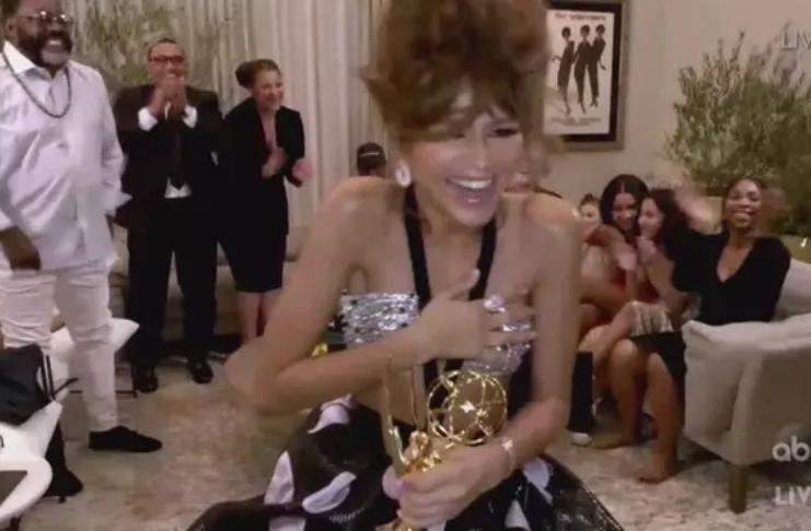 Zendaya se torna a mais jovem a ganhar Emmy de Melhor Atriz em Série Dramática