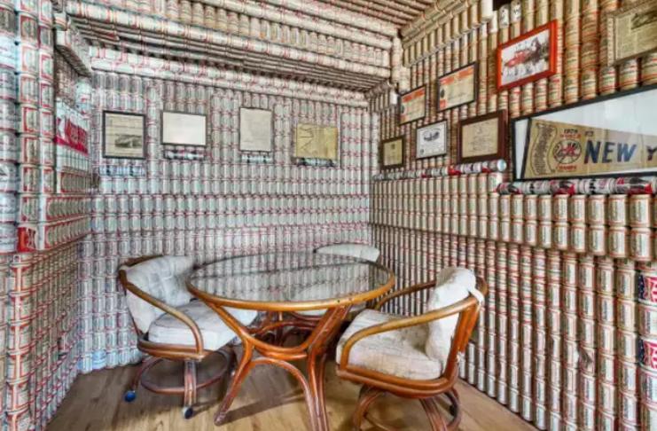 Casa toda decorada com latas de cerveja Budweiser está à venda