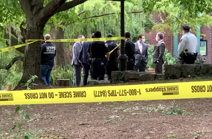 Pescador fisga um cadáver no lago Central Park