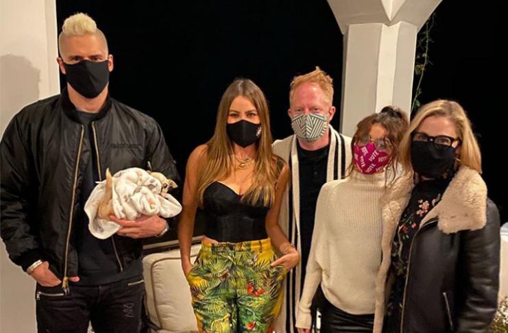 Estrelas de Modern Family participam da primeira festa de reunião de elenco