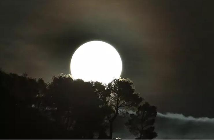Lua azul rara será visível no Halloween amanhã