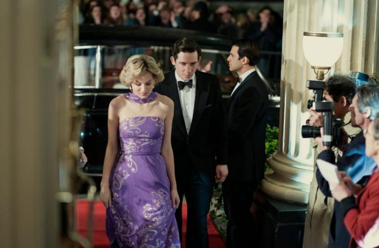 Emma Corrin, de The Crown, revela que foi hospitalizada durante filmagens
