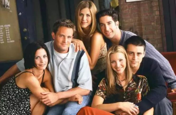 Matthew Perry confirma que reunião de Friends será transmitida em março