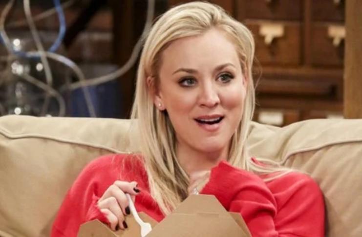 Kaley Cuoco, de The Big Bang Theory, recria cena clássica de Penny e Sheldon