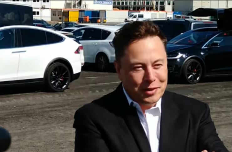 Tesla está recrutando engenheiros com Elon Musk fazendo entrevista pessoalmente