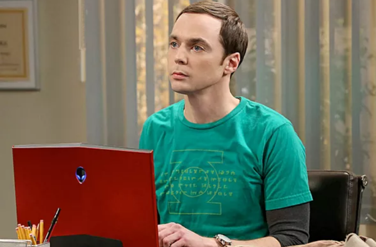 Jim Parsons revela como sair do armário impactou seu desempenho em The Big Bang Theory