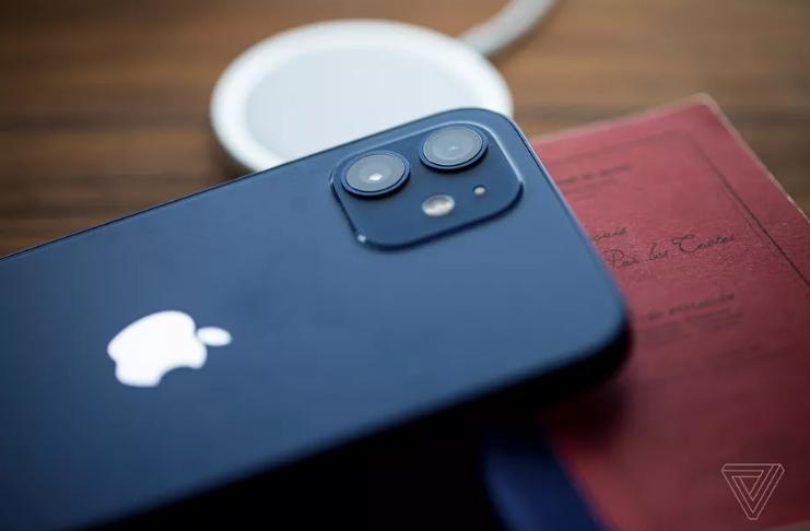 iPhone 12 mini carrega mais lentamente com MagSafe do que outros modelos do iPhone 12