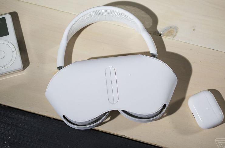 Apple explica como AirPods Max conserva vida da bateria - com ou sem case