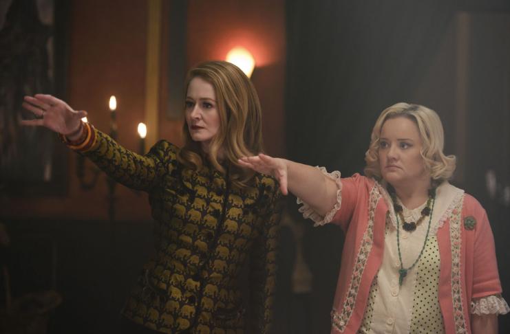 Clipe de O Mundo Sombrio de Sabrina da Netflix destaca retorno das tias originais