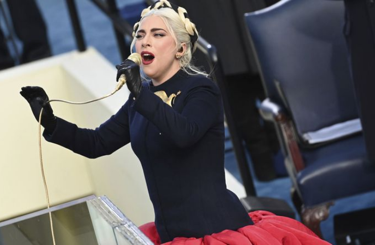 Katy Perry encerra cerimônia de posse de Biden com apresentação de Fireworks