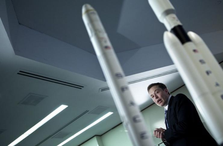 Elon Musk diz que está muito ocupado para escrever um livro enquanto trabalha em coisas mais importantes