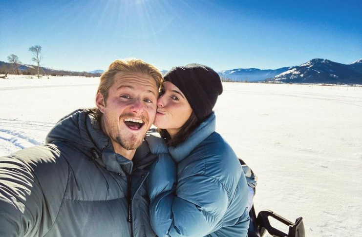 Estrela de Vikings, Alexander Ludwig, se casa com Lauren Dear em cerimônia íntima
