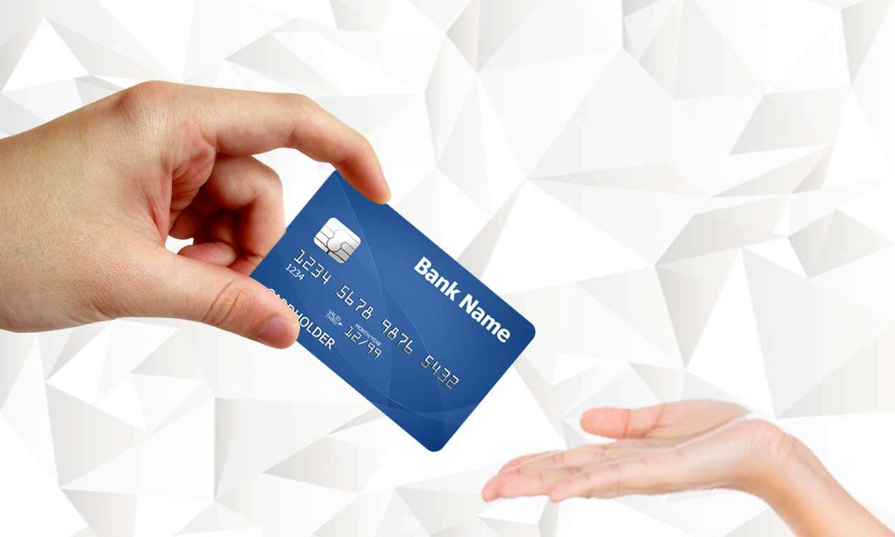 Em viagens para outro país é melhor usar o cartão de crédito ou levar o dinheiro? Entenda