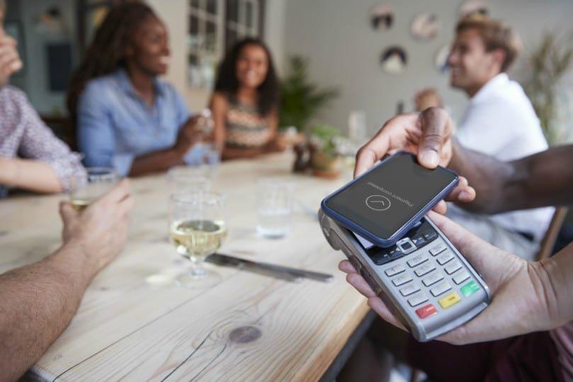 Pagamento por aproximação é seguro? Veja as vantagens