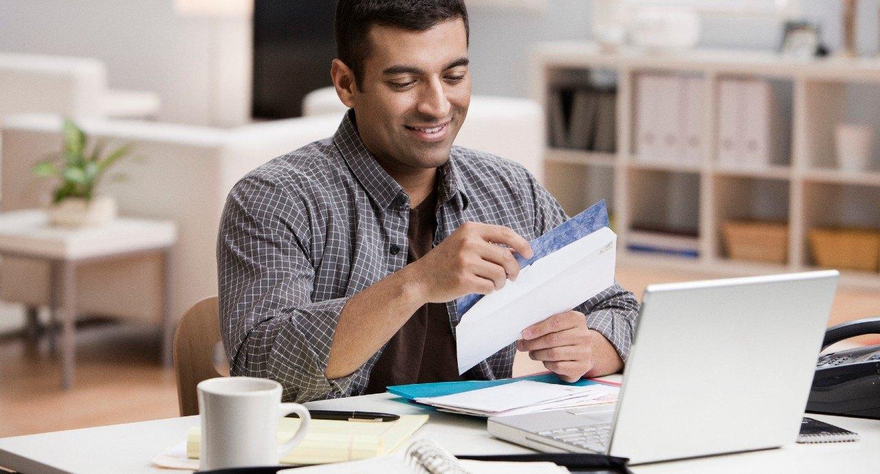 Descubra se vale a pena antecipar a fatura do cartão de crédito