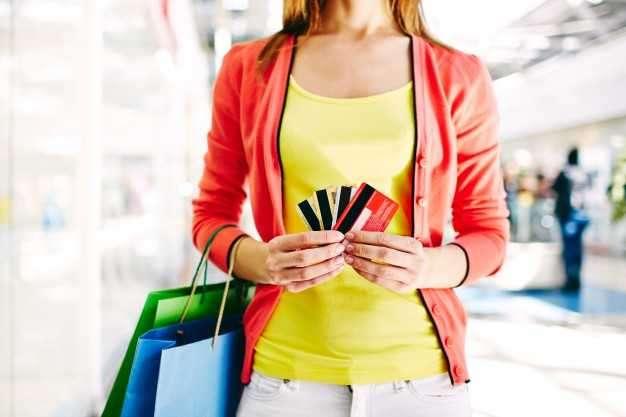 Veja como controlar o limite de mais de um cartão de crédito