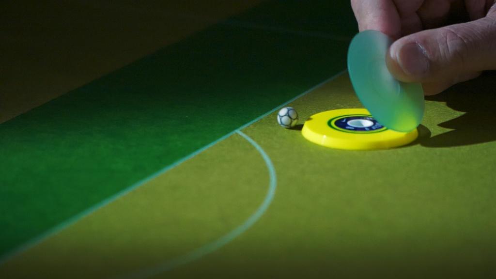 Veja como é o Campeonato Mundial de Futebol de Botão