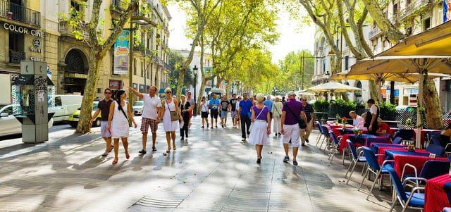Ruas só com lojas caras? Conheça as 11 ruas mais caras do mundo