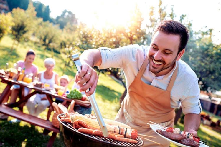 Aprenda a fazer o cálculo do gasto de um churrasco para amigos e familiares